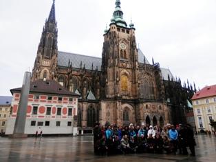 Прага. Наша группа в сердце Праги - у громады собора святого Вита