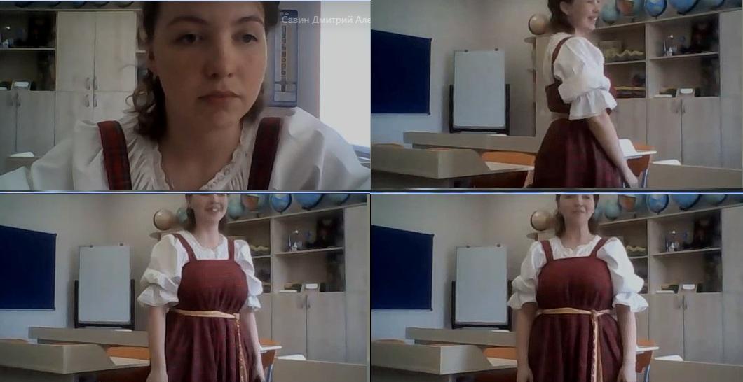 Студентка Полина Волова демонстрирует национальный костюм