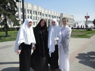 Нарышкина и послушницы Казанского монастыря